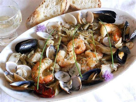 come cucinare i frutti di mare gamberi e frutti di mare alla romana un piatto mare e