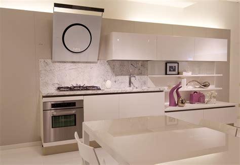 ladari cucine cucina naik laccata bianco poro aperto piano marmo bianco