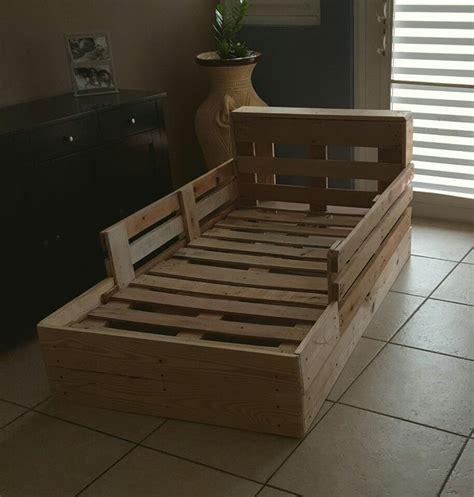 pallet toddler bed 25 best ideas about pallet toddler bed on pinterest