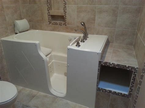 walk in jacuzzi bathtub jacuzzi walk in whirlpool tubs bathtub designs