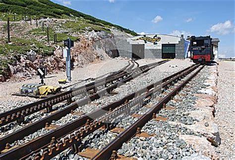 ferrovia a cremagliera ferrovia a cremagliera sulla montagna schneeberg