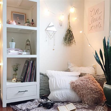 25 best ideas about urban outfitters room on pinterest 25 best ideas about cozy reading corners on pinterest