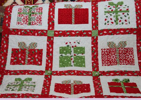 pattern for christmas quilt christmas quilts gwendiequilts