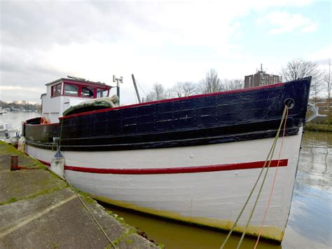river thames boat brokers 1947 converted mfv 54ft power boat for sale www