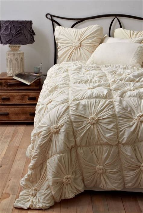 rosette comforter set 32 ideas for decorating dorm rooms courtesy of the
