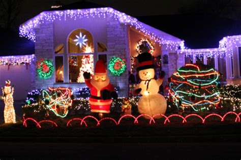 5800 n clark christmas trees chicago submit photos to this mckinley park lights contest mckinley park chicago dnainfo