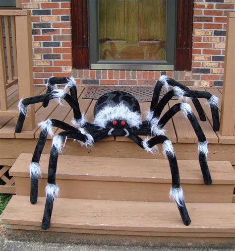Spider Decorations by Best 25 Spider Ideas On