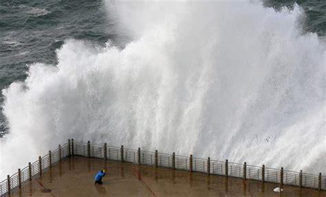 imagenes de grandes temporales sigue el temporal olas de m 225 s de 11 metros en asturias