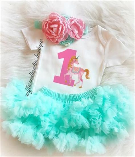 Plain White Onesies To Decorate by 25 Best Ideas About Onesie Decorating On Baby