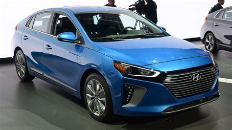 2017 Hyundai Ioniq triplets electrify New York   Autoblog