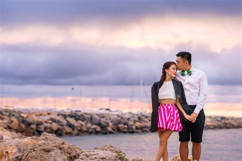 17 Couple Poses You Should Try for a Natural Prewedding