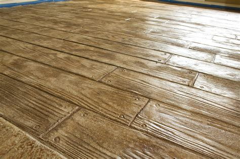Hardwood Floor On Concrete Looks Like A Hardwood Floor But Is Really Sted Concrete Diy Pinterest Sted