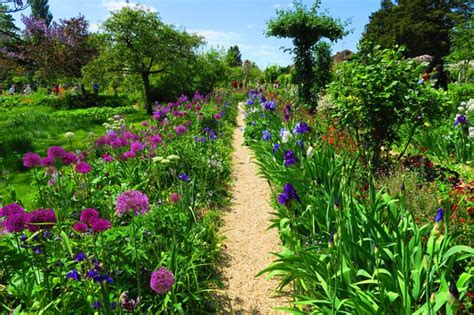 Monet Flower Garden A Guide For Visiting Monet S Garden In Giverny Day Trips From