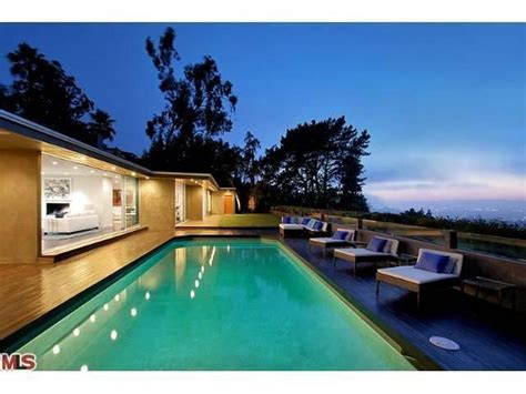 bruno mars house bruno mars sells his flashy mulholland drive mansion with spa in the master bedroom
