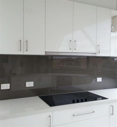 white kitchens with glass splashbacks coloured glass splashbacks kitchen splashbacks glass