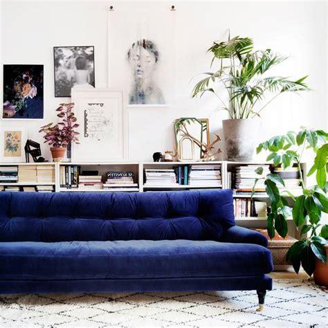 deep blue velvet sofa blanca deep blue velvet sofa att pynta