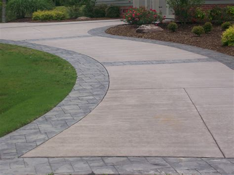 concrete sted border driveway with broom finish interior