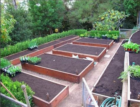 24 Gorgeous Diy Raised Garden Bed Ideas To Build A Raised Vegetable Garden Layout