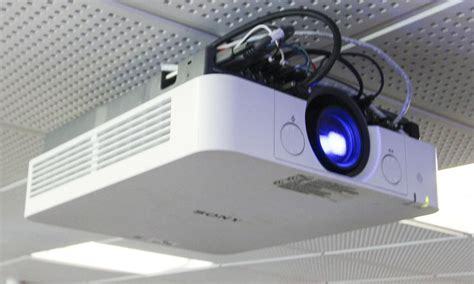 sony vpl fh30 l projecteur de marque sony modele vpl fh30 vendu avec