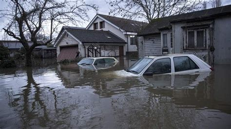 river thames flood zone britain flood chaos scientists warn may be flooded until