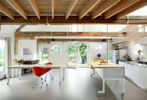 kitchen island gleis beleuchtung barn transformed into a spacious contemporary home