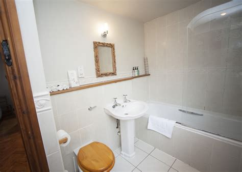 bradford bathrooms cowbyre self catering holiday cottages bradford on avon