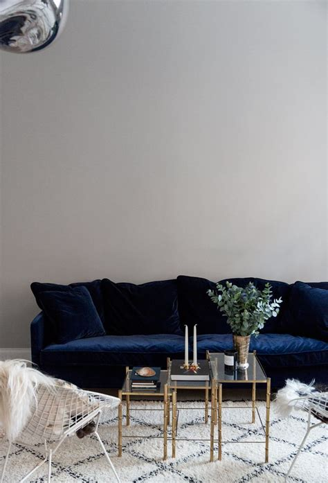 navy blue velvet couch 25 best ideas about blue sofas on pinterest navy blue
