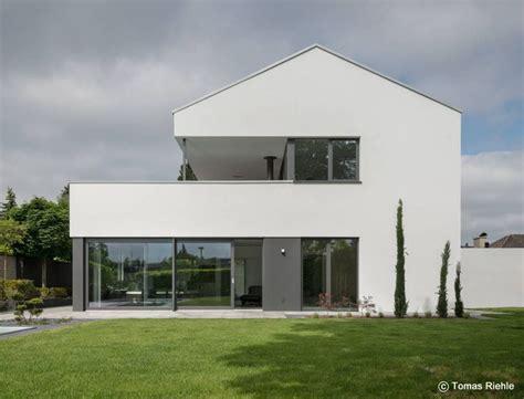 Satteldach Haus Modern die besten 17 ideen zu satteldach auf