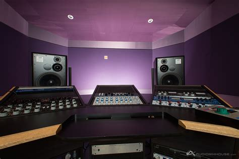 house with studio file mastering and production room at audio mix house