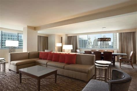 hotel suites in chicago with 2 bedrooms presidential suite picture of wyndham grand chicago