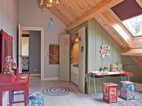 am駭ager une chambre dans les combles d 233 co chambre d enfant sous les toits blogdemere fr