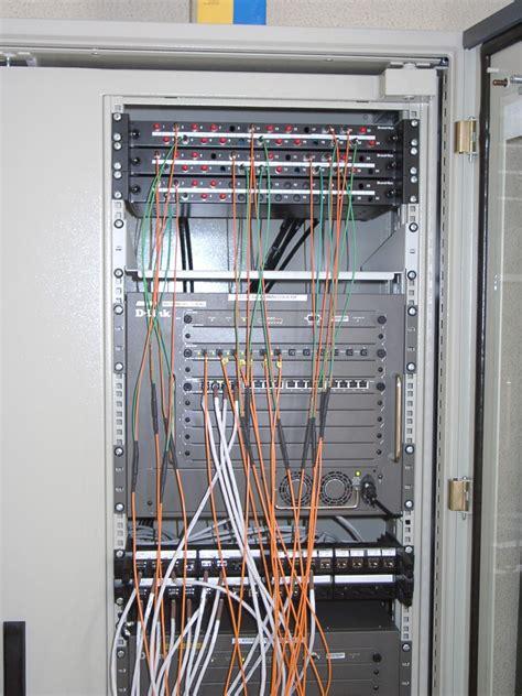 Armoire Reseau Informatique by Les Elements Physiques D Un R 233 Seau Informatique C 226 Bles