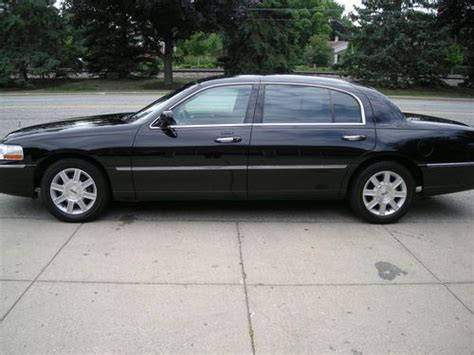 buy used 2007 lincoln town car executive l sedan 4 door 4 6l in west chester pennsylvania buy used 2007 lincoln town car executive l sedan 4 door 4 6l in mount prospect illinois united