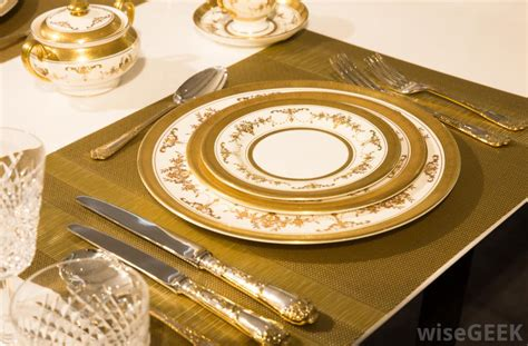 fancy place setting 5 easy and creative ways to decorate your christmas table