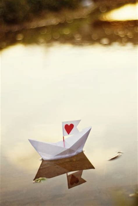 San Boat Origami - 20 whimsical pictures of paper boats
