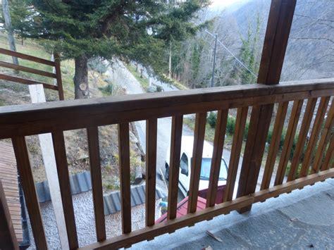 ringhiera esterna ringhiera esterna in legno con tettoia di copertura