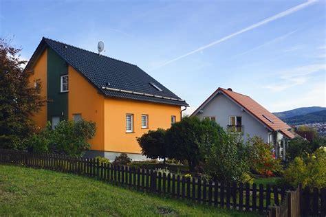 Fassadengestaltung Einfamilienhaus Grau Orange by Fassadengestaltung Einfamilienhaus Grau Orange Haus Deko