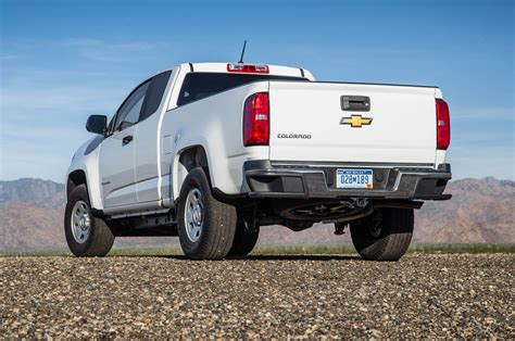 2015 chevrolet colorado wt 25 rear side view parked photo 16