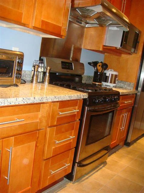 honey colored kitchen cabinets rta cabinet broker 1r honey maple shaker 908 kitchen