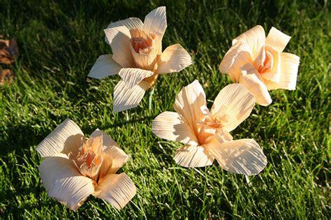 membuat kolase dari kulit jagung cara membuat bunga dari kulit jagung mudah dan unik video