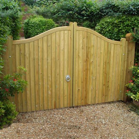 pair of softwood cranborne gates > heavy frame gates