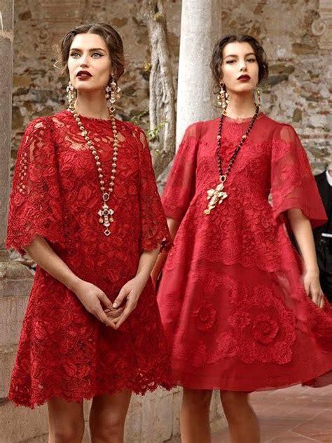Comment porter la robe rouge?   Bien habillée