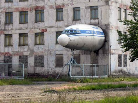 house plane 13 crazy air sea land vehicle to house conversions