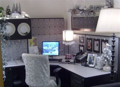 Decorate your cubicle very pretty holiday decorating ideas