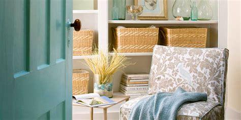 remodelaholic    relaxing reading room