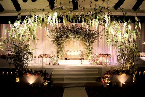 Floral Wedding Decorations by Romatantic Reception Decorations 18 Beautiful Floral