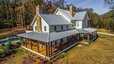 miley cyrus house miley cyrus buys 5 8million house in tennessee daily mail online