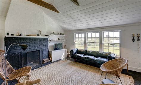 julianne moore house own julianne moore s pond front montauk compound for 3 5m