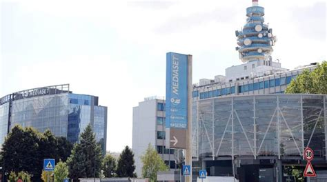 mediaset sede berlusconi vende il 7 8 di mediaset per 377 milioni di