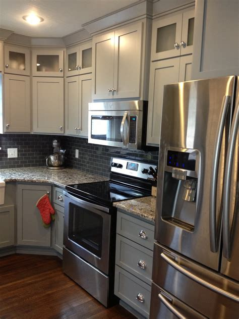 Grey Shaker Kitchen Cabinets by Grey Shaker Kitchen Shaker Kitchen Cabinets And Knobs And